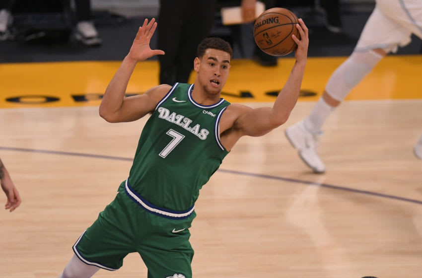 LOS ANGELES, CA - DECEMBER 25: Dwight Powell #7 of the Dallas Mavericks (Photo by John McCoy/Getty Images)