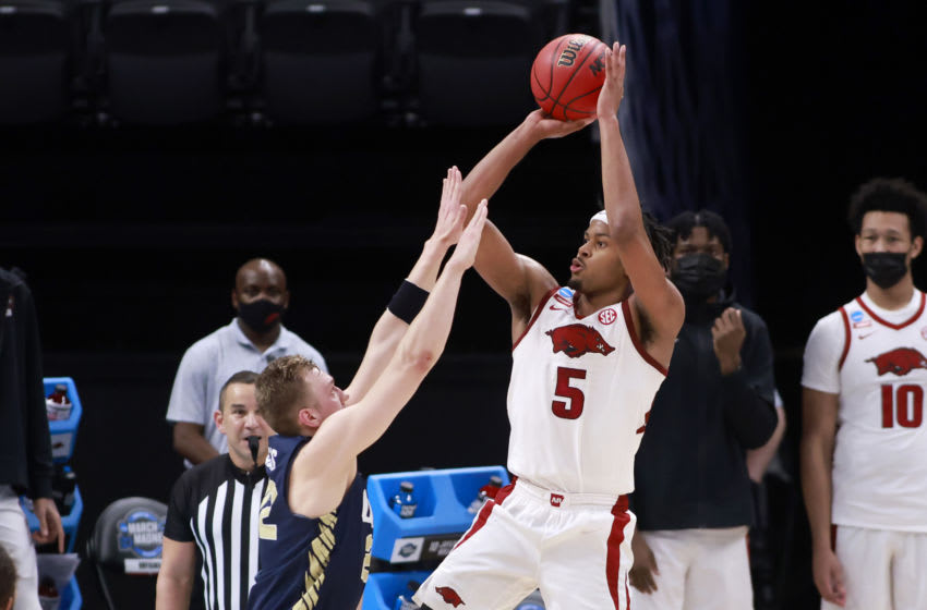 INDIANAPOLIS, INDIANA - MARCH 27: Moses Moody #5 of the Arkansas Razorbacks (Photo by Justin Casterline/Getty Images)