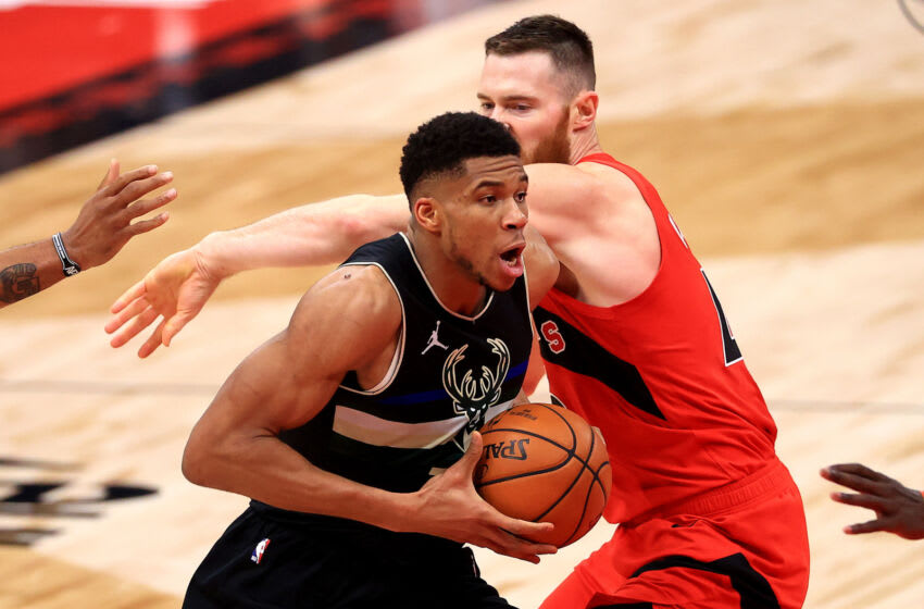 TAMPA, FLORIDA - JANUARY 27: Giannis Antetokounmpo #34 of the Milwaukee Bucks drives on Aron Baynes #46 of the Toronto Raptors (Photo by Mike Ehrmann/Getty Images) NOTE TO USER: