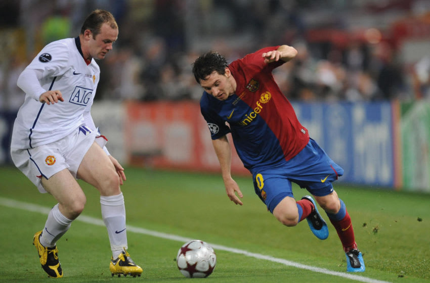 Barcelona´s forward midfielder Lionel Messi (R) vies with Manchester's midfielder Wayne Rooney during their UEFA football Champions League final on May 27, 2009 at the Olympic Stadium in Rome. Barcelona defeated Manchester United 2-0 to win the Cup. AFP PHOTO / CHRISTOPHE SIMON (Photo credit should read CHRISTOPHE SIMON/AFP via Getty Images)