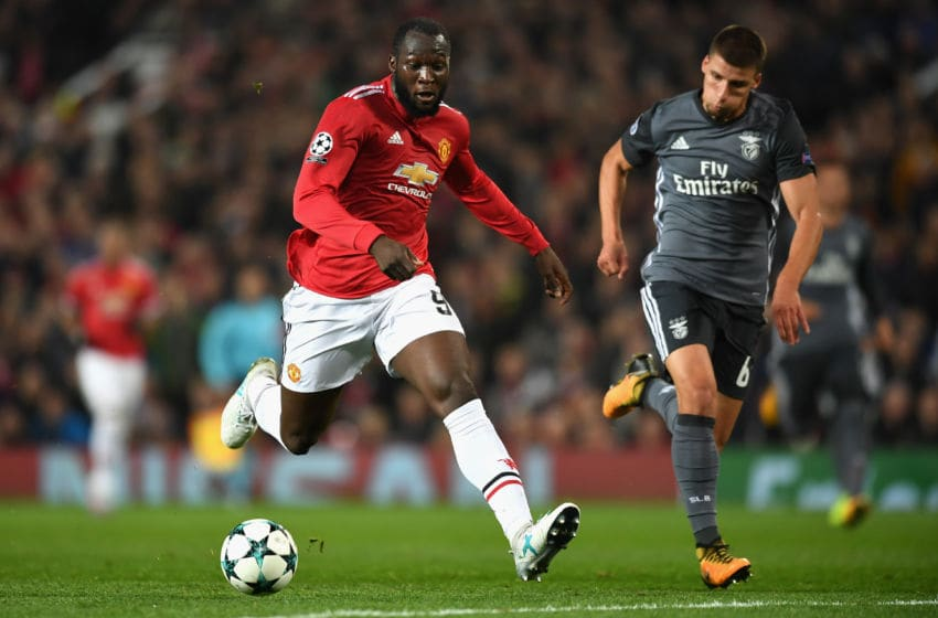 MANCHESTER, ENGLAND - OCTOBER 31: Romelu Lukaku of Manchester United breaks through during the UEFA Champions League group A match between Manchester United and SL Benfica at Old Trafford on October 31, 2017 in Manchester, United Kingdom. (Photo by Michael Regan/Getty Images)