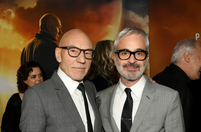 HOLLYWOOD, CALIFORNIA - JANUARY 13: Patrick Stewart (L) and Alex Kurtzman arrive at the premiere of CBS All Access'