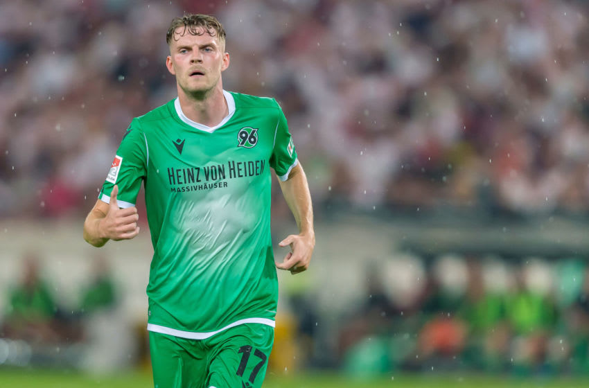 STUTTGART, GERMANY - JULY 26: Marvin Ducksch of Hannover 96 looks on during the Second Bundesliga match between VfB Stuttgart and Hannover 96 at Mercedes-Benz Arena on July 26, 2019 in Stuttgart, Germany. (Photo by TF-Images/Getty Images)