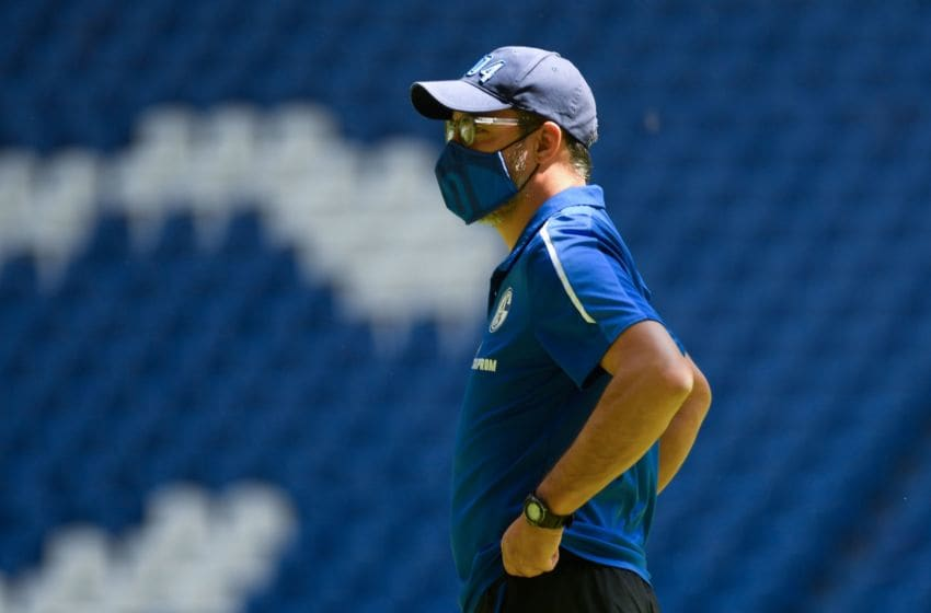 Schalke's German headcoach David Wagner wears a protective face mask as he looks on prior to the German first division Bundesliga football match FC Schalke 04 v SV Werder Bremen on May 30, 2020 at the Veltins Arena in Gelsenkirchen, western Germany. (Photo by Bernd Thissen / POOL / AFP) / DFL REGULATIONS PROHIBIT ANY USE OF PHOTOGRAPHS AS IMAGE SEQUENCES AND/OR QUASI-VIDEO (Photo by BERND THISSEN/POOL/AFP via Getty Images)