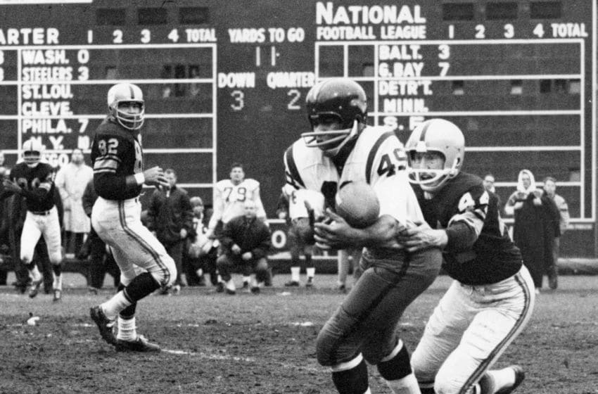 Hall of Fame halfback Bobby Mitchell of the Washington Redskins makes a catch while Steelers defensive back Bill Daniels attempts to bring him down in a 23 to 21 loss to the Pittsburgh Steelers on November 18, 1962 at Forbes Field in Pittsburgh, Pennsylvania. (Photo by Nate Fine/NFL) *** Local Caption ***