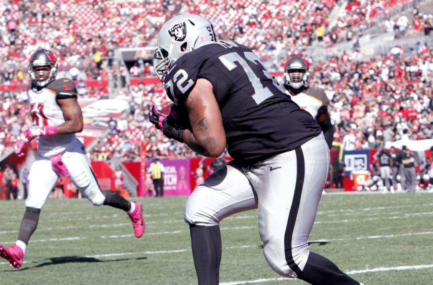 TAMPA, FL - OCTOBER 30: Tackle Donald Penn #72 of the Oakland Raiders catches a touchdown pass in the third quarter against the Tampa Bay Buccaneers to tie the game at 10-10 at Raymond James Stadium on October 30, 2016 in Tampa, Florida. (Photo by Joseph Garnett Jr. /Getty Images)