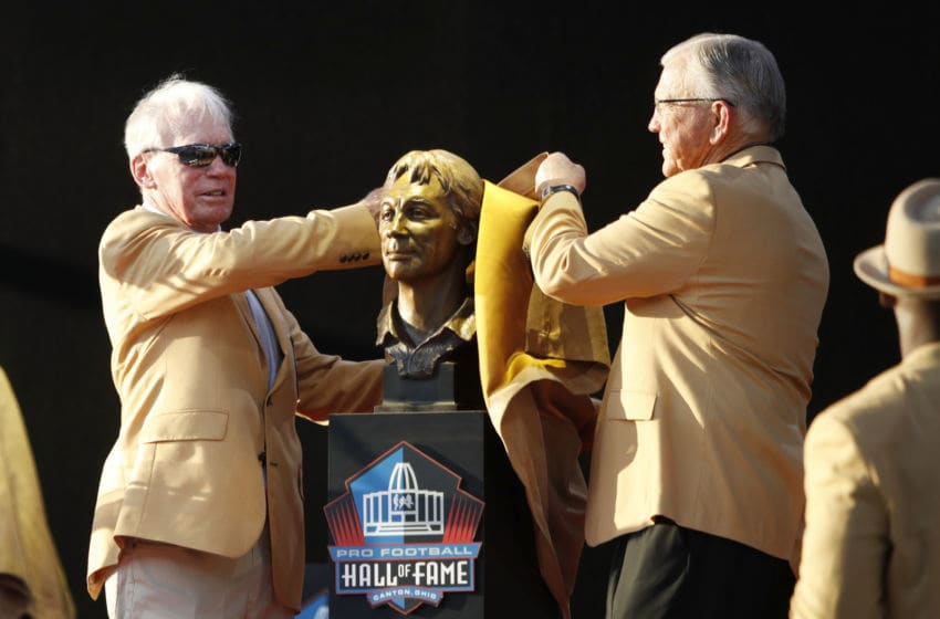 CANTON, OH - AUGUST 04: Bobby Beathard and presenter Joe Gibbs unveil Beathard's bust during the 2018 NFL Hall of Fame Enshrinement Ceremony at Tom Benson Hall of Fame Stadium on August 4, 2018 in Canton, Ohio. (Photo by Joe Robbins/Getty Images)