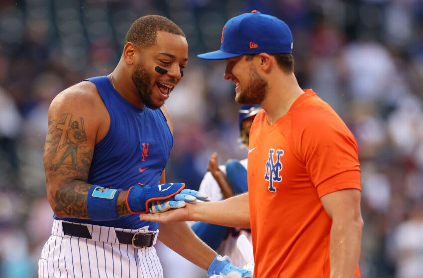 NEW YORK, NY - JUNE 25: Dominic Smith #2 and J.D. Davis #28 of the New York Mets celebrates Smith
