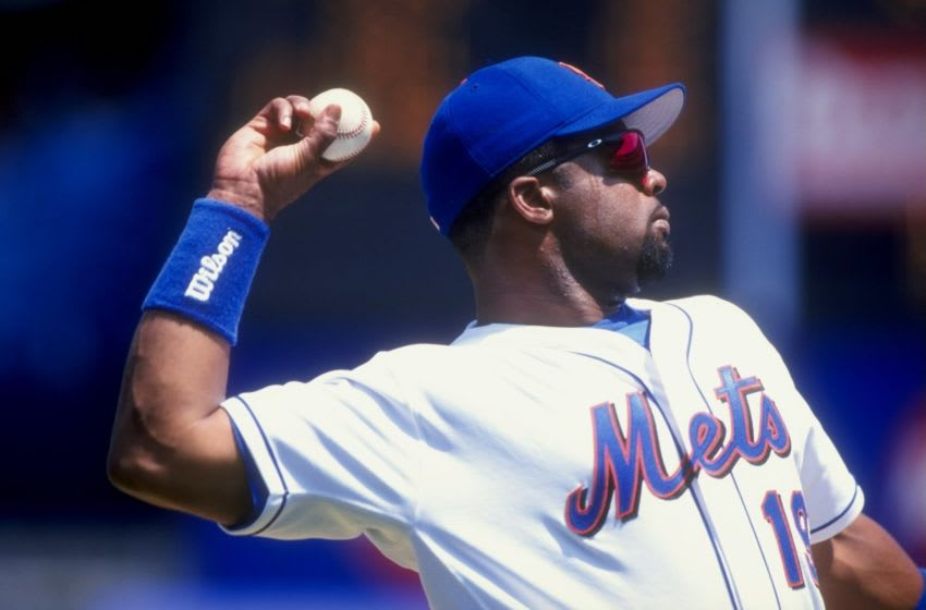 18 Jul 1998: Infielder Lenny Harris #19 of the New York Mets in action during the game against the Philadelphia Phillies at Shea Stadium in Flushing, New York. The Mets defeated the Phillies 7-0.
