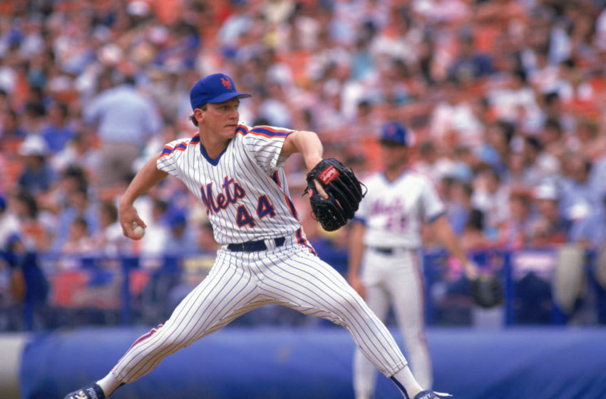 FLUSHING, NY - 1990: David Cone #44 of the New York Mets delivers a pitch during a game in 1990 at Shea Stadium in Flushing, New York. (Photo by Lonnie Major/Getty Images)