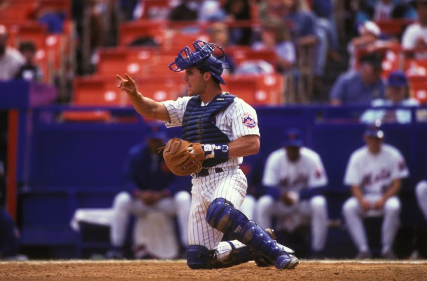 NEW YORK, NY - SEPTEMBER 1: Todd Hundley #9 of the New York Mets during a baseball game against the Philadelphia Phillies on September 1, 1995 at Shea Stadium in New York, New York. (Photo by Mitchell Layton/Getty Images)