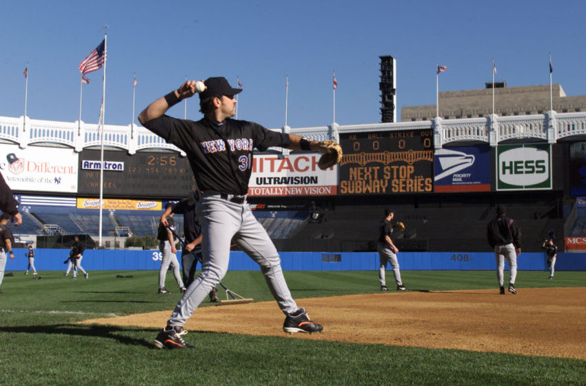 20 Oct 2000: Mike Piazza of the New York Mets warms up the day before game 1 of the World Series against the New York Yankees at Yankee Stadium in the Bronx, New York. DIGITAL IMAGE. Mandatory Credit: Jed Jacobsohn/ALLSPORT