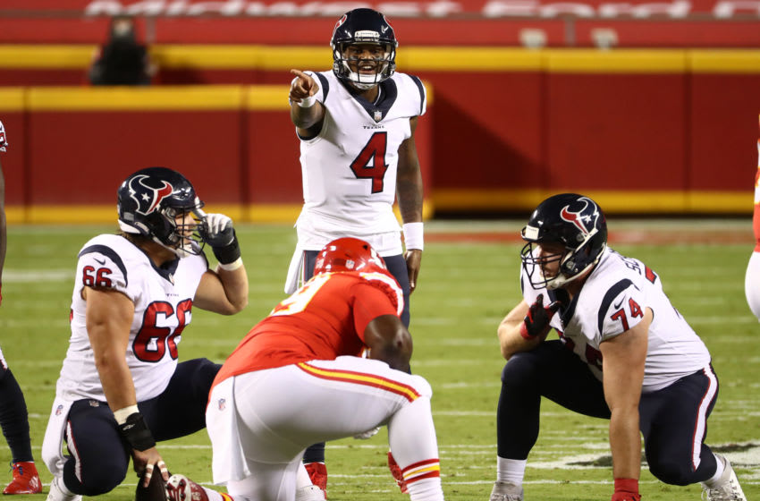 KANSAS CITY, MISSOURI - SEPTEMBER 10: Deshaun Watson #4 of the Houston Texans points out a defensive set against the Houston Texans during the first quarter at Arrowhead Stadium on September 10, 2020 in Kansas City, Missouri. (Photo by Jamie Squire/Getty Images)