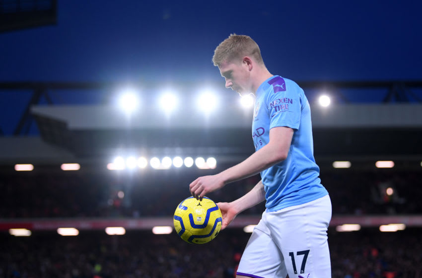 LIVERPOOL, ENGLAND - NOVEMBER 10: Kevin De Bruyne of Manchester prepares to take a corner during the Premier League match between Liverpool FC and Manchester City at Anfield on November 10, 2019 in Liverpool, United Kingdom. (Photo by Laurence Griffiths/Getty Images)