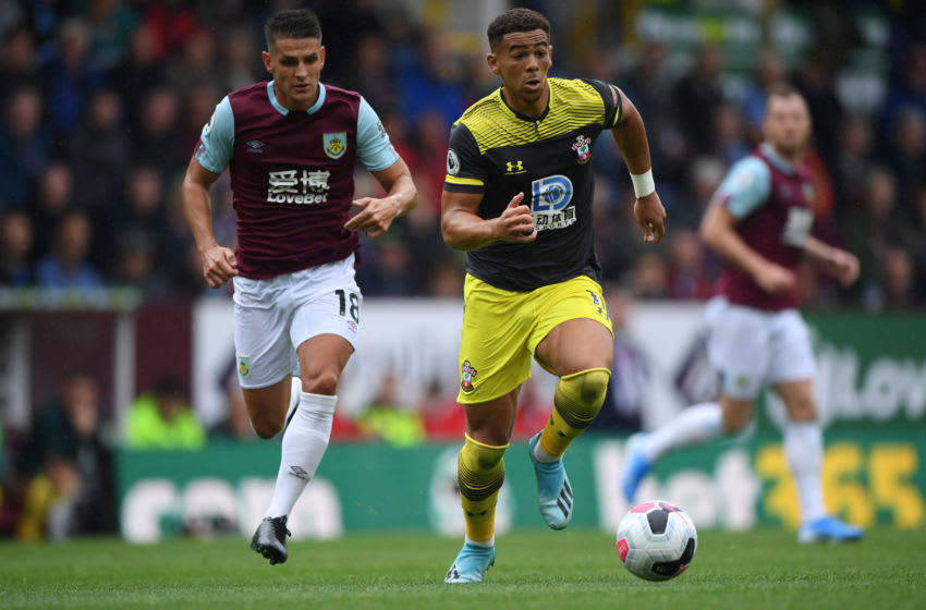 BURNLEY, ENGLAND - AUGUST 10: Southampton player Che Adams outpaces Ashley Westwood during the Premier League match between Burnley FC and Southampton FC at Turf Moor on August 10, 2019 in Burnley, United Kingdom. (Photo by Stu Forster/Getty Images)