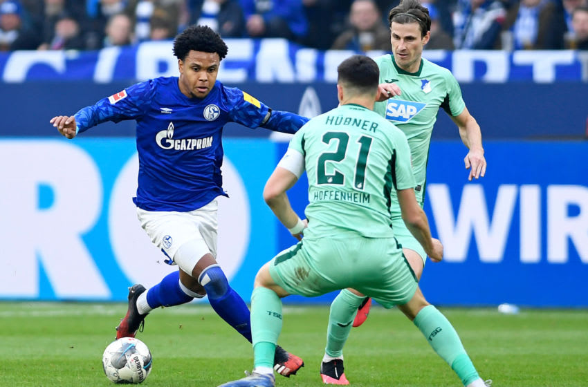 GELSENKIRCHEN, GERMANY - MARCH 07: (BILD ZEITUNG OUT) Weston McKennie of FC Schalke 04 and Benjamin Huebner of TSG Hoffenheim battle for the ball during the Bundesliga match between FC Schalke 04 and TSG 1899 Hoffenheim at Veltins-Arena on March 7, 2020 in Gelsenkirchen, Germany. (Photo by Ralf Treese/DeFodi Images via Getty Images)