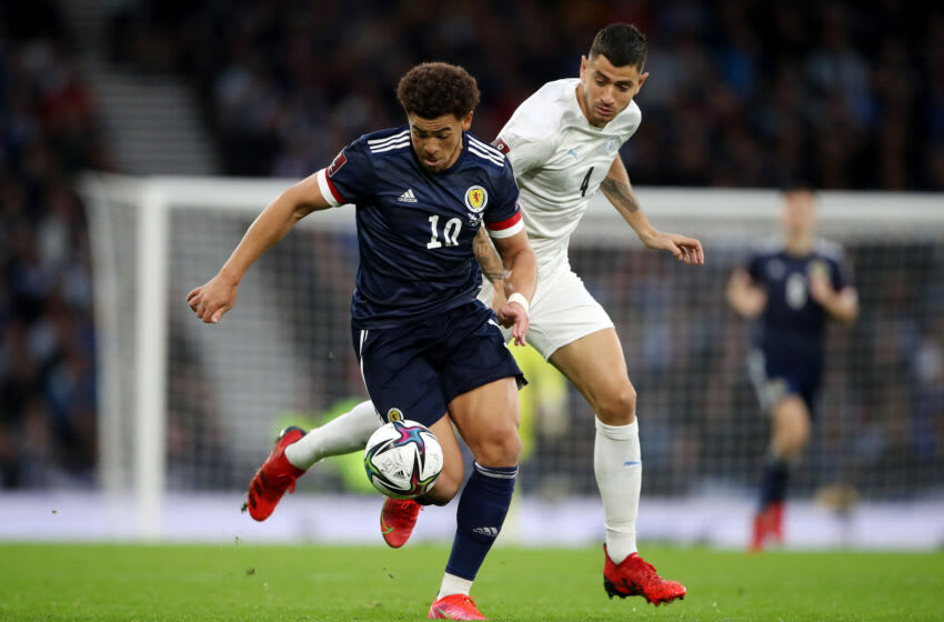 GLASGOW, SCOTLAND - OCTOBER 09: Che Adams of Scotland is put under pressure by Nir Bitton of Israel during the 2022 FIFA World Cup Qualifier match between Scotland and Israel at Hampden Park on October 09, 2021 in Glasgow, Scotland. (Photo by Ian MacNicol/Getty Images)