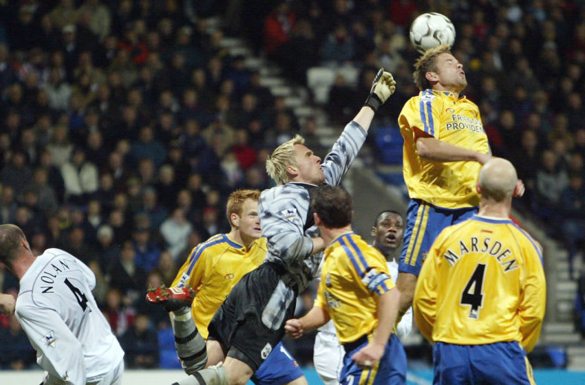 BOLTON, ENGLAND - NOVEMBER 08 : Antti Niemi of Southampton punches off the head of James Beattie of Southampon during the FA Barclaycard Premiership game between Bolton Wanderers and Southampton at the Reebok Stadium on November 8, 2003 in Bolton, England. (Photo by Laurence Griffiths/Getty Images)