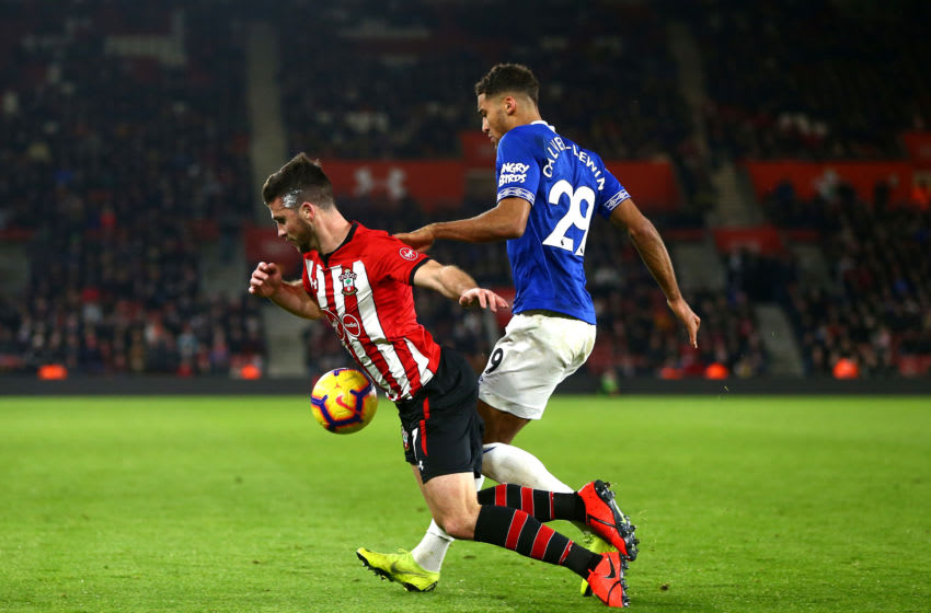 SOUTHAMPTON, ENGLAND - JANUARY 19: Dominic Calvert-Lewin of Everton battles for possession with Shane Long of Southampton during the Premier League match between Southampton FC and Everton FC at St Mary's Stadium on January 19, 2019 in Southampton, United Kingdom. (Photo by Jordan Mansfield/Getty Images)