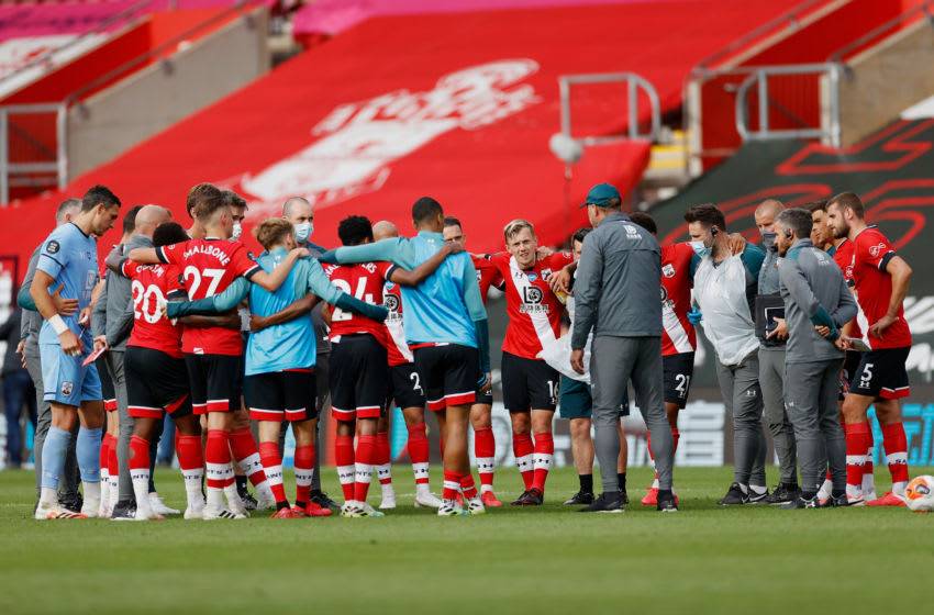 SOUTHAMPTON, ENGLAND - JULY 26: Ralph Hasenhuttl, Manager of Southampton speaks with players in a huddle following the Premier League match between Southampton FC and Sheffield United at St Mary's Stadium on July 26, 2020 in Southampton, England. Football Stadiums around Europe remain empty due to the Coronavirus Pandemic as Government social distancing laws prohibit fans inside venues resulting in all fixtures being played behind closed doors. (Photo by Andrew Boyers/Pool via Getty Images)