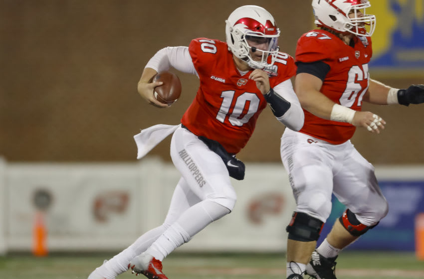 BOWLING GREEN, KY - OCTOBER 27: Steven Duncan #10 of the Western Kentucky Hilltoppers runs the ball during the game against the Fiu Golden Panthers on October 27, 2018 in Bowling Green, Kentucky. (Photo by Michael Hickey/Getty Images)
