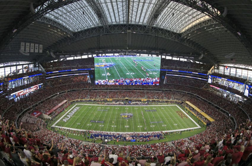 ARLINGTON, TX - SEPTEMBER 3: A general view as the Alabama Crimson Tide kicks off to the USC Trojans to start the game during the AdvoCare Classic at AT&T Stadium on September 3, 2016 in Arlington, Texas. (Photo by Ron Jenkins/Getty Images)