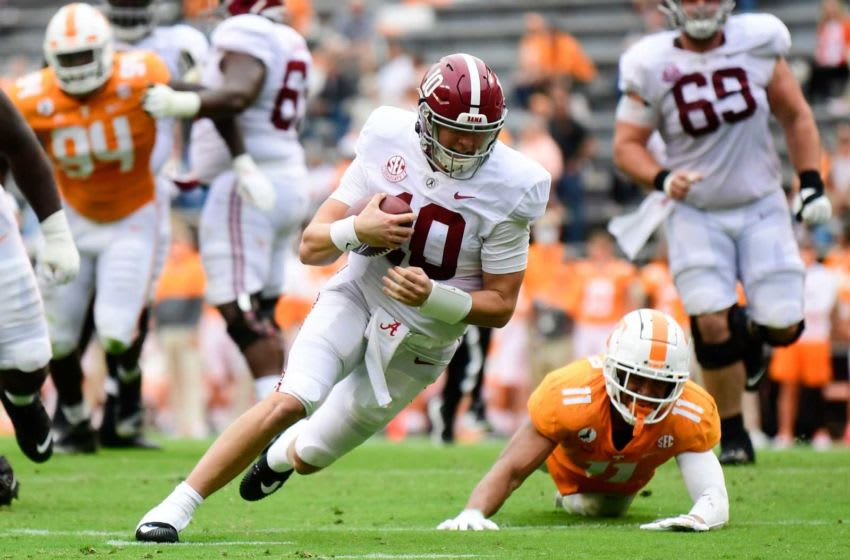 Alabama quarterback Mac Jones (10) dodges Tennessee linebacker Henry To'o To'o (11) during a game between Alabama and Tennessee at Neyland Stadium in Knoxville, Tenn. on Saturday, Oct. 24, 2020. 102420 Ut Bama Gameaction