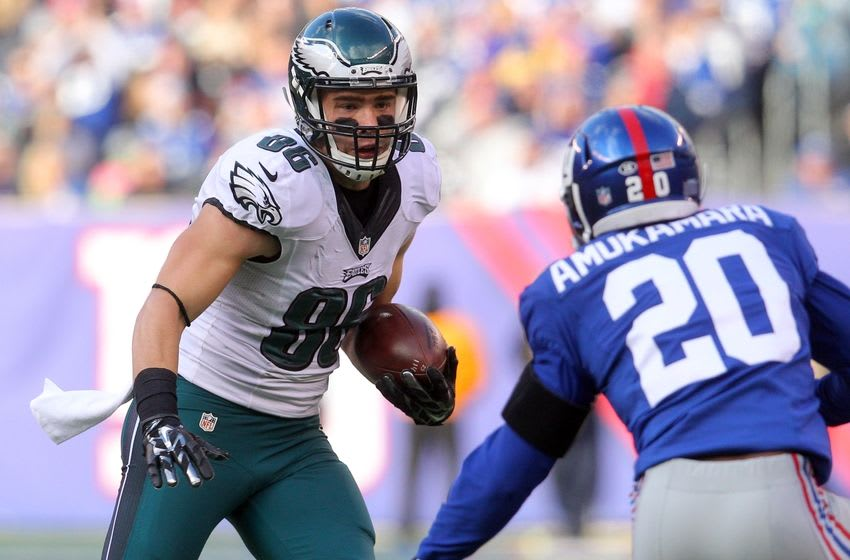 Jan 3, 2016; East Rutherford, NJ, USA; Philadelphia Eagles tight end Zach Ertz (86) carries the ball as New York Giants corner back Prince Amukamara (20) defends during the second quarter at MetLife Stadium. Mandatory Credit: Brad Penner-USA TODAY Sports