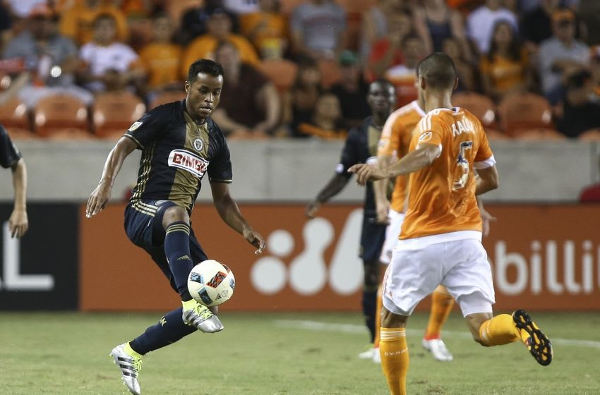 Jul 2, 2016; Houston, TX, USA; Philadelphia Union midfielder Roland Alberg (6) attempts to control the ball during the first half against the Houston Dynamo at BBVA Compass Stadium. Mandatory Credit: Troy Taormina-USA TODAY Sports