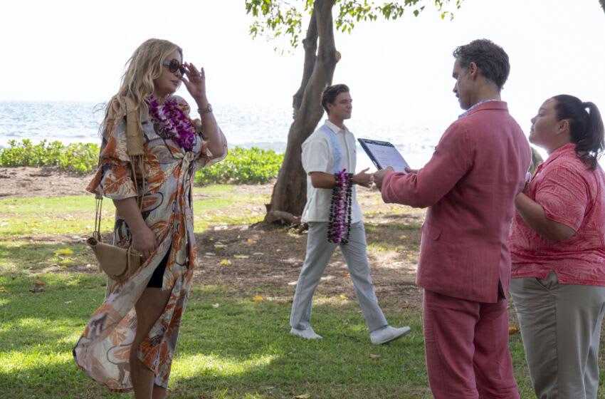 Jennifer Coolidge, Murray Bartlett, Jolene Purdy in The White Lotus Season 1, Episode 1 - Photograph by Mario Perez/HBO