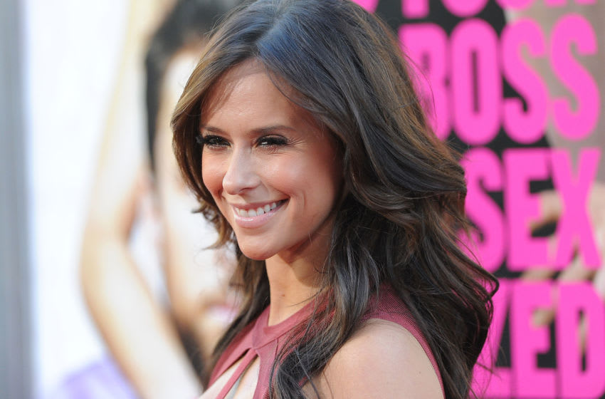 HOLLYWOOD, CA - JUNE 30: Actress Jennifer Love Hewitt arrives at the premiere of Warner Bros. Pictures' 'Horrible Bosses' at Grauman's Chinese Theatre on June 30, 2011 in Hollywood, California. (Photo by Jason Merritt/Getty Images)