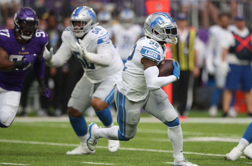 MINNEAPOLIS, MINNESOTA - OCTOBER 10: D'Andre Swift #32 of the Detroit Lions runs the ball during the second quarter against the Minnesota Vikings at U.S. Bank Stadium on October 10, 2021 in Minneapolis, Minnesota. (Photo by David Berding/Getty Images)