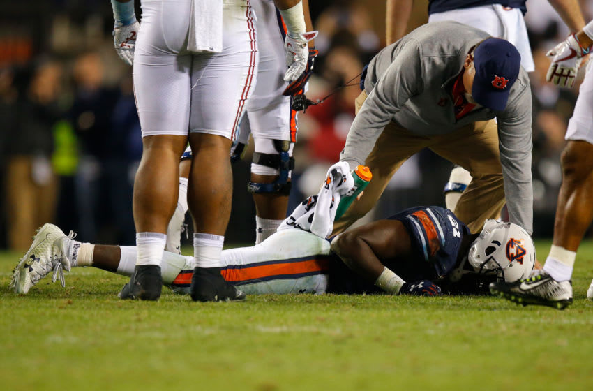 AUBURN, AL - NOVEMBER 25: Kerryon Johnson #21 of the Auburn Tigers receives treatment from a trainer after suffering an injury during the fourth quarter against the Alabama Crimson Tide at Jordan Hare Stadium on November 25, 2017 in Auburn, Alabama. (Photo by Kevin C. Cox/Getty Images)