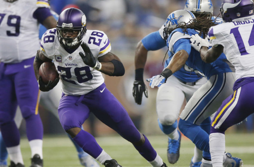DETROIT, MI - OCTOBER 25: Adrian Peterson #28 of the Minnesota Vikings runs a first quarter pass reception against the Detroit Lions at Ford Field on October 25, 2015 in Detroit, Michigan. (Photo by Gregory Shamus/Getty Images)