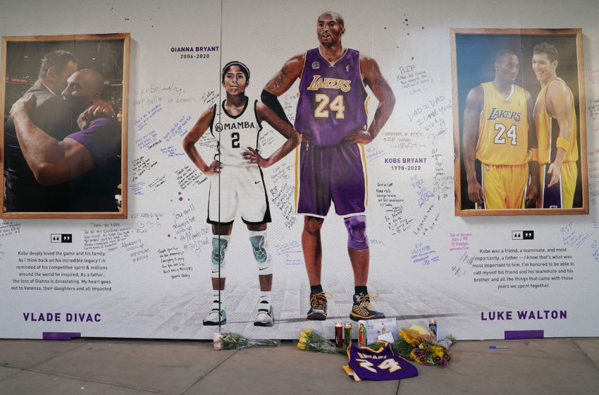 Fans honor Kobe Bryant and his daughter Gianna (Photo by Thearon W. Henderson/Getty Images)