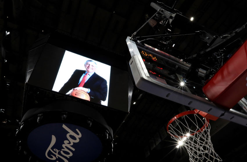 The Mavericks hold a moment of silence for the late David Stern (Photo by Ronald Martinez/Getty Images)