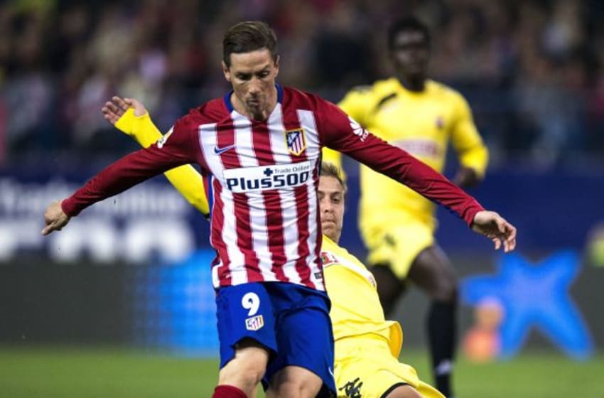 MADRID, SPAIN - DECEMBER 17: Fernando Torres of Atletico de Madrid strikes the ball during the Copa del Rey Round of 32 match between Club Atletico Madrid and CF Reus Deportiu at Vicente Claderon stadium on December 17, 2015 in Madrid, Spain. (Photo by Gonzalo Arroyo Moreno/Getty Images)