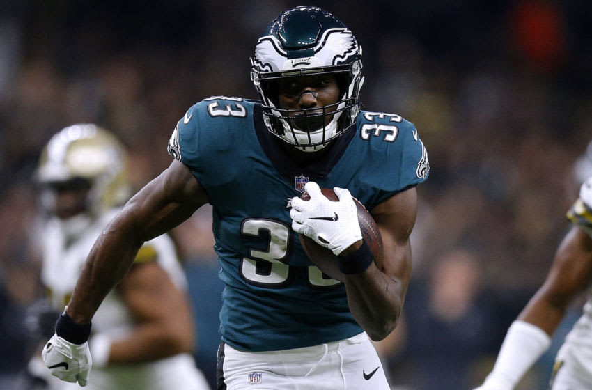 NEW ORLEANS, LOUISIANA - NOVEMBER 18: Josh Adams #33 of the Philadelphia Eagles runs with the ball for a touchdown during the first half against the New Orleans Saints at the Mercedes-Benz Superdome on November 18, 2018 in New Orleans, Louisiana. (Photo by Jonathan Bachman/Getty Images)