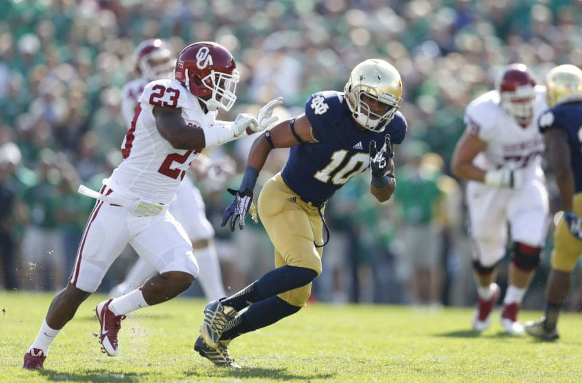 SOUTH BEND, IN - SEPTEMBER 28: Max Redfield #10 of the Notre Dame Fighting Irish in action on special teams against the Oklahoma Sooners during the game at Notre Dame Stadium on September 28, 2013 in South Bend, Indiana. Oklahoma won 35-21. (Photo by Joe Robbins/Getty Images)