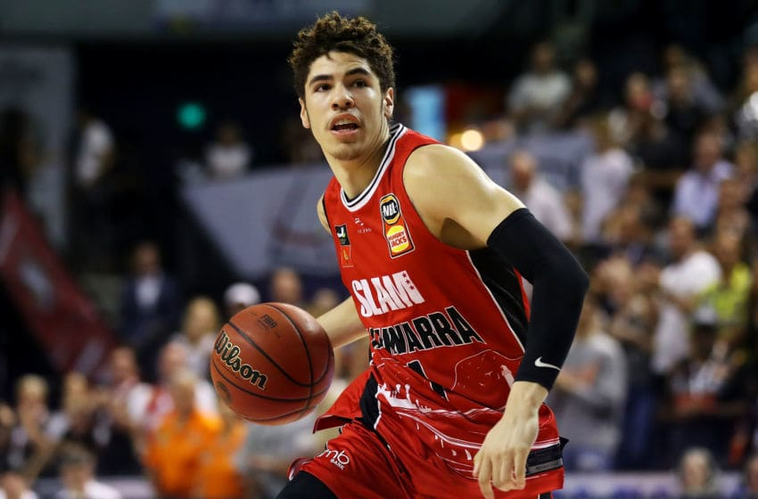 WOLLONGONG, AUSTRALIA - NOVEMBER 25: Lamelo Ball of the Hawks drives to the basket during the round 8 NBL match between the Illawarra Hawks and the Cairns Taipans at WIN Entertainment Centre on November 25, 2019 in Wollongong, Australia. (Photo by Mark Kolbe/Getty Images)