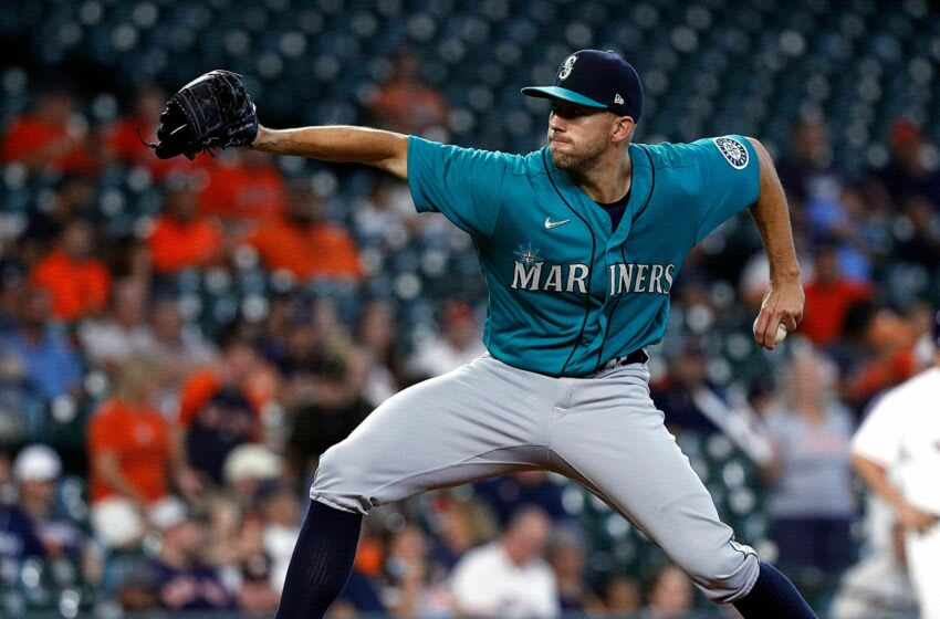 HOUSTON, TEXAS - SEPTEMBER 08: Tyler Anderson #31 of the Seattle Mariners pitches in the first inning against the Houston Astros at Minute Maid Park on September 08, 2021 in Houston, Texas. (Photo by Bob Levey/Getty Images)