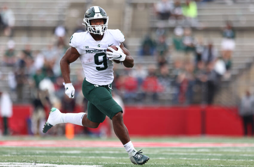 PISCATAWAY, NJ - OCTOBER 09 : Kenneth Walker III #9 of the Michigan State Spartans runs against the Rutgers Scarlet Knights during a game at SHI Stadium on October 9, 2021 in Piscataway, New Jersey. Michigan State defeated Rutgers 31-13. (Photo by Rich Schultz/Getty Images)