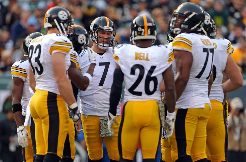 Nov 9, 2014; East Rutherford, NJ, USA; Pittsburgh Steelers quarterback Ben Roethlisberger (7) huddles up with his offense against the New York Jets during the first quarter at MetLife Stadium. Mandatory Credit: Adam Hunger-USA TODAY Sports