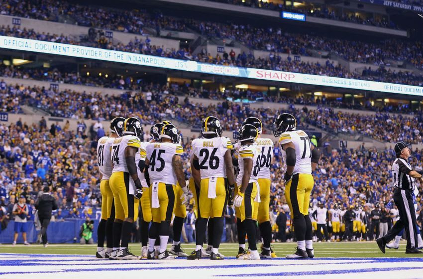 Nov 24, 2016; Indianapolis, IN, USA; The Pittsburgh Steelers huddle against the Indianapolis Colts at Lucas Oil Stadium. The Steelers won 28-7. Mandatory Credit: Aaron Doster-USA TODAY Sports