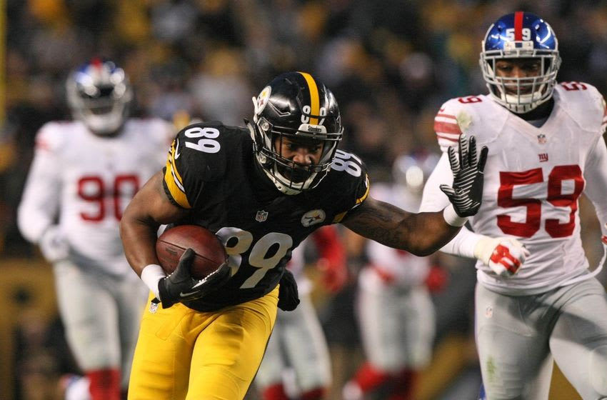 Dec 4, 2016; Pittsburgh, PA, USA; Pittsburgh Steelers tight end Ladarius Green (89) runs the ball against the New York Giants during the first half at Heinz Field. Mandatory Credit: Jason Bridge-USA TODAY Sports