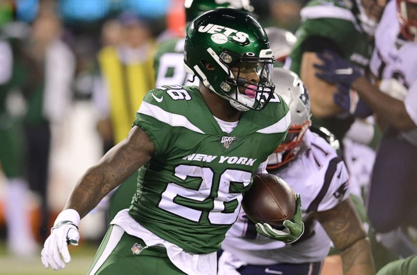 EAST RUTHERFORD, NEW JERSEY - OCTOBER 21: Le'Veon Bell #26 of the New York Jets runs the ball against the New England Patriots during the first half at MetLife Stadium on October 21, 2019 in East Rutherford, New Jersey. (Photo by Steven Ryan/Getty Images)