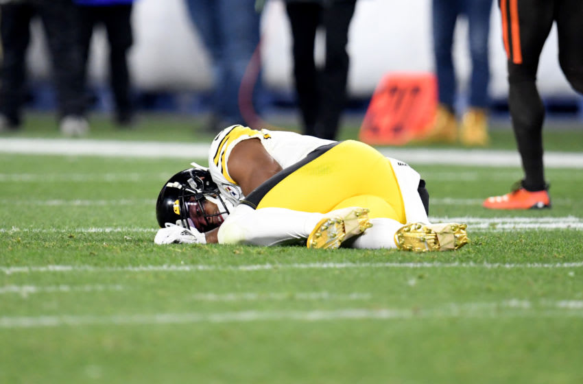 CLEVELAND, OHIO - NOVEMBER 14: Wide receiver JuJu Smith-Schuster #19 of the Pittsburgh Steelers lies on the field after an injury during the second half against the Cleveland Browns at FirstEnergy Stadium on November 14, 2019 in Cleveland, Ohio. (Photo by Jason Miller/Getty Images)
