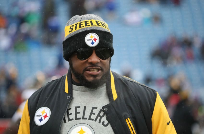 ORCHARD PARK, NY - DECEMBER 11: Head coach Mike Tomlin of the Pittsburgh Steelers the first half at New Era Field on December 11, 2016 in Orchard Park, New York. (Photo by Tom Szczerbowski/Getty Images)