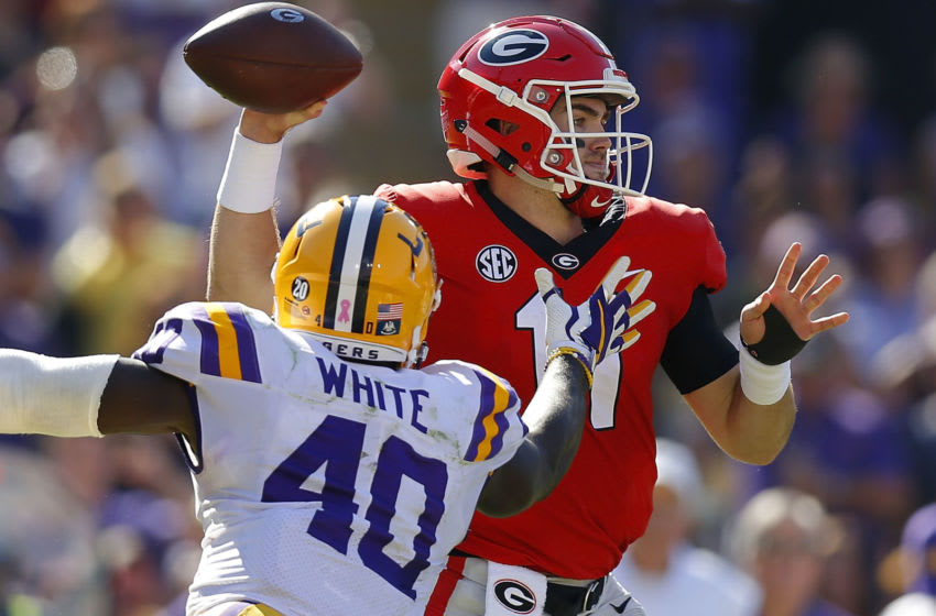 BATON ROUGE, LA - OCTOBER 13: Jake Fromm #11 of the Georgia Bulldogs throws the ball as Devin White #40 of the LSU Tigers defends during the first half at Tiger Stadium on October 13, 2018 in Baton Rouge, Louisiana. (Photo by Jonathan Bachman/Getty Images)