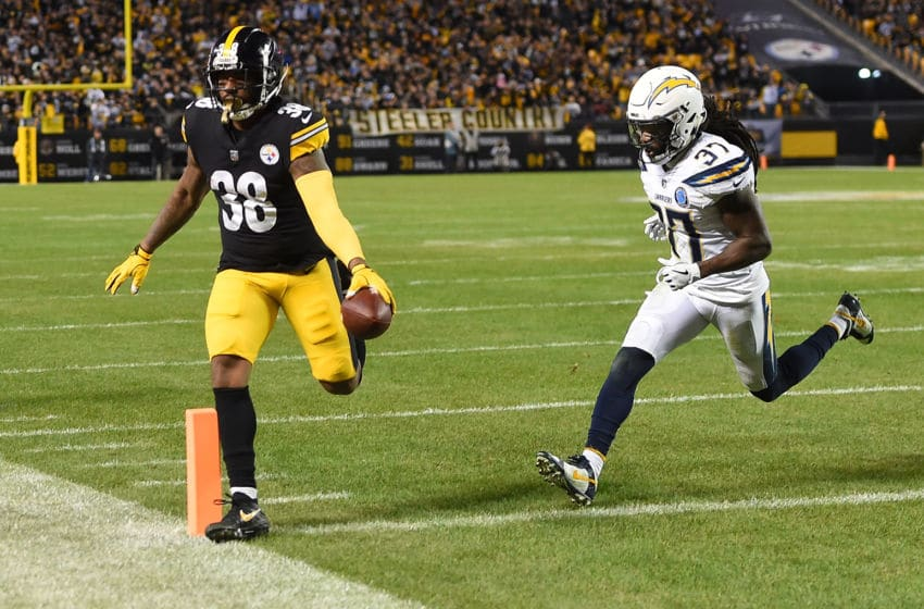PITTSBURGH, PA - DECEMBER 02: Jaylen Samuels #38 of the Pittsburgh Steelers runs into the end zone for a 10 yard touchdown reception in the fourth quarter during the game against the Los Angeles Chargers at Heinz Field on December 2, 2018 in Pittsburgh, Pennsylvania. (Photo by Joe Sargent/Getty Images)
